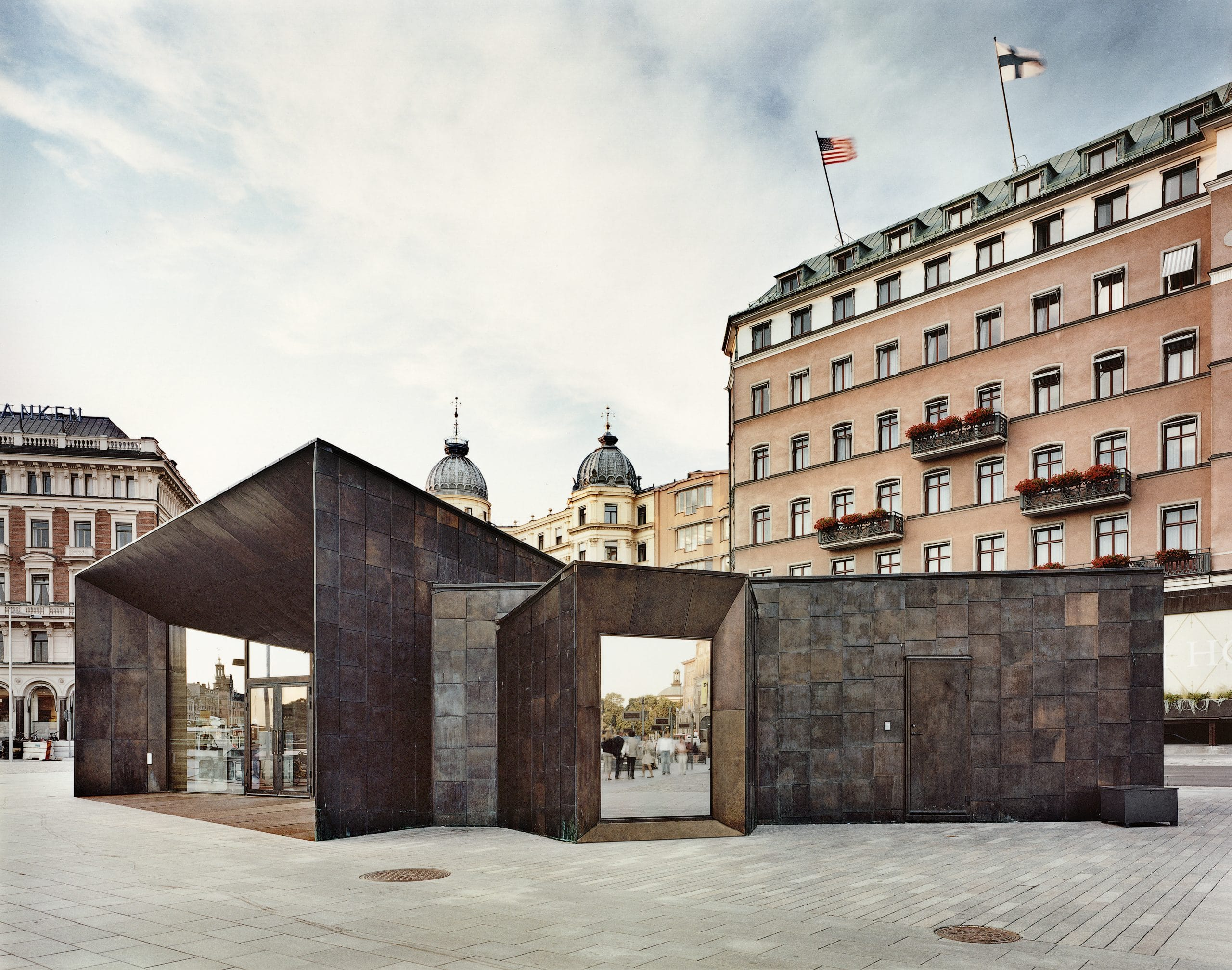 Side view of the facade of the Strimkajen Ferry Terminal located in Stockholm, Sweden. The walls are clad from Nordic Brass copper.
