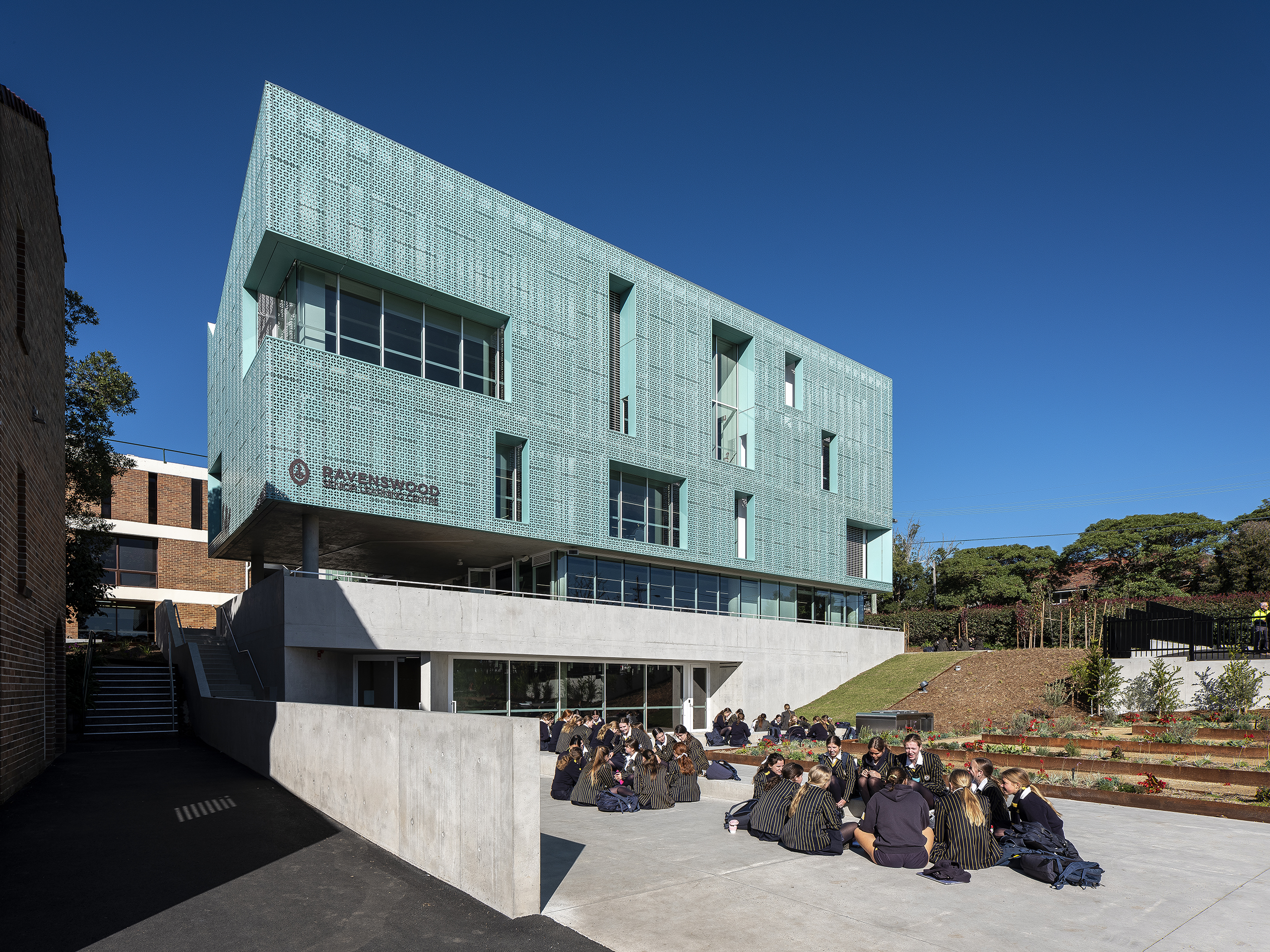 Front facade of the Ravenswood school located in Sydney, Australia. The copper walls are clad from Nordic Blue copper.