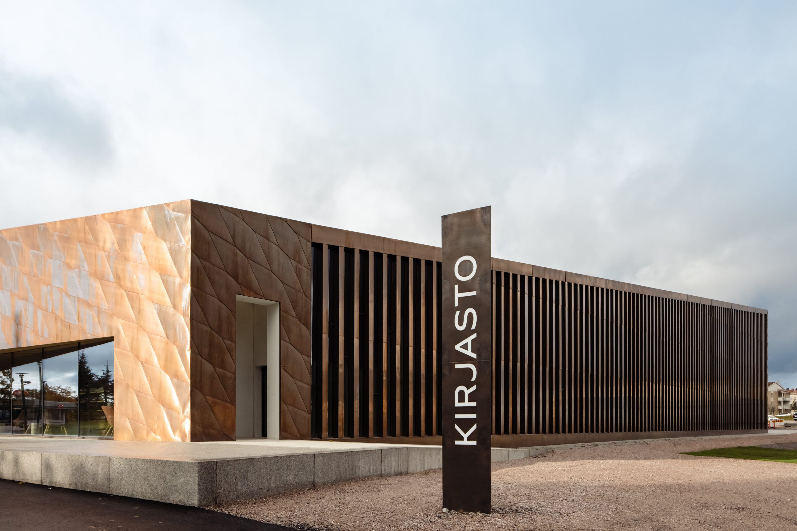 Outside view of the Kirkkonummi Library in Finland. The facades are clad from Nordic Brown Light copper by Nordic Copper.