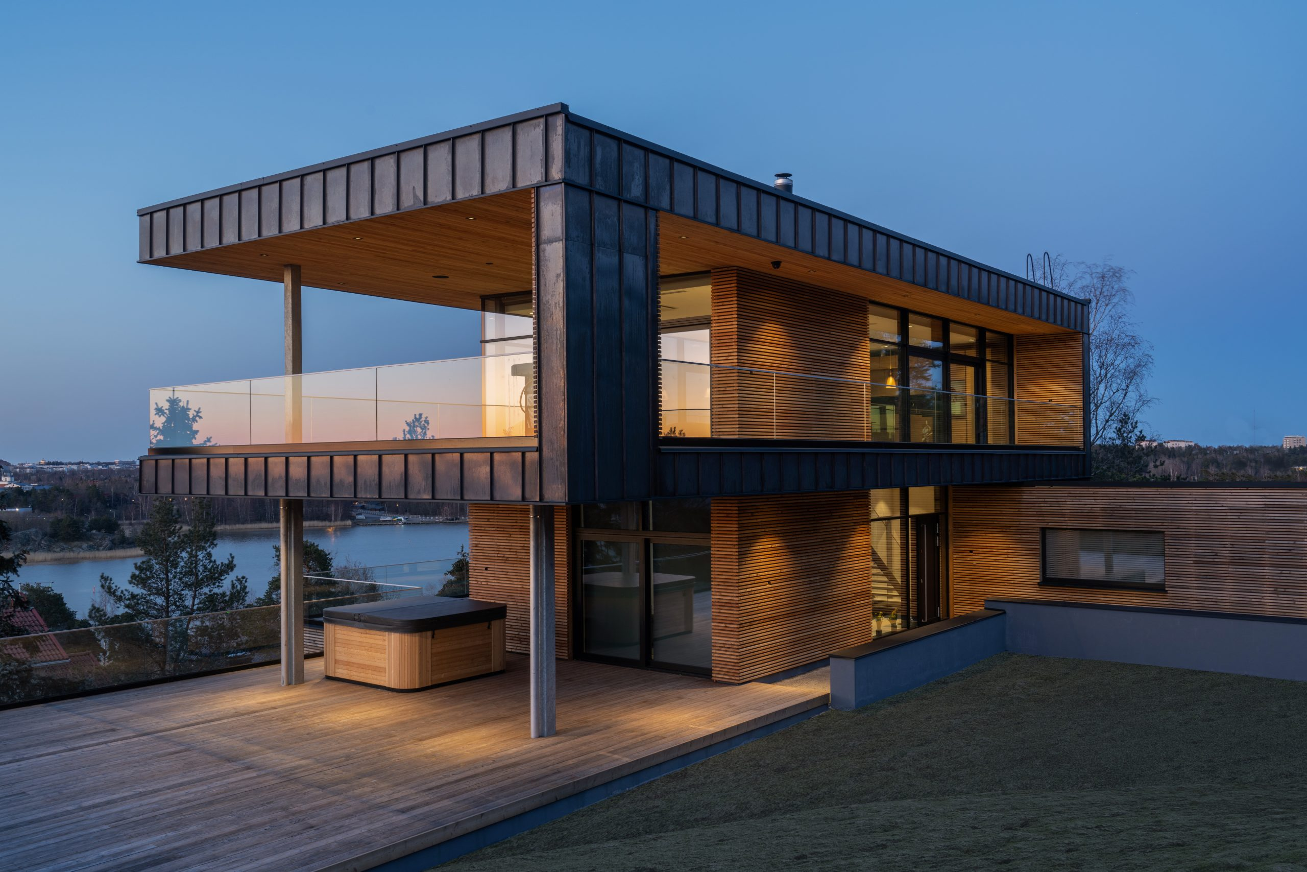Angular view of the Villa L3 located in Finland. The brown walls are clad from Nordic Brown copper by Nordic Copper.